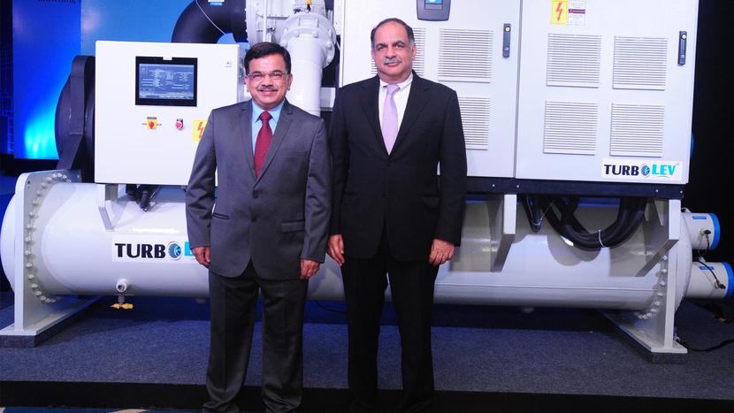 Mr. Avinash Manjul, MD, Kirloskar Chillers & Mr. Rahul Kirloskar, Vice Chairman of the Kirloskar Group with India's first Oil Free Centrifugal Compressor