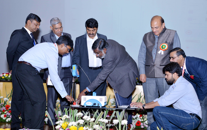 The Secretary, Department of Defence R&D and Chairman, DRDO, Dr. G. Satheesh Reddy and other dignitaries unveiling the new explosive detection device, jointly developed by DRDO and IISc Bangalore, during the inauguration of the second 'National Workshop on Explosion Detection'