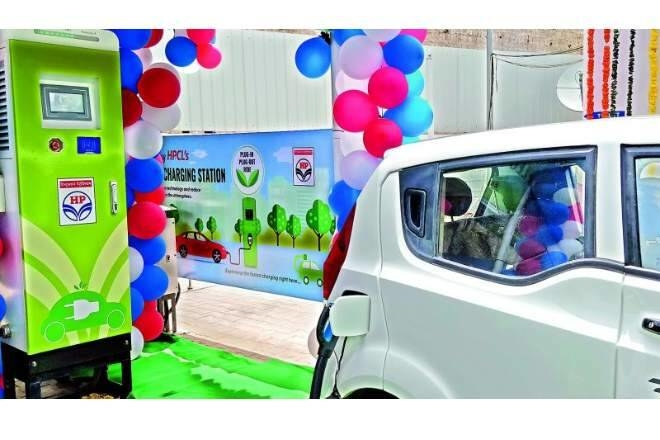 Electric vehicle (EV) charging kiosk, Petrol pumps, Electric mobility, State refiners, Power Minister RK Singh, Oil marketing companies, Alternative fuel, Delhi, National Capital Region, Kolkata, Chennai, Hyderabad, Bengaluru, Vadodara, Bhopal, China, Pakistan