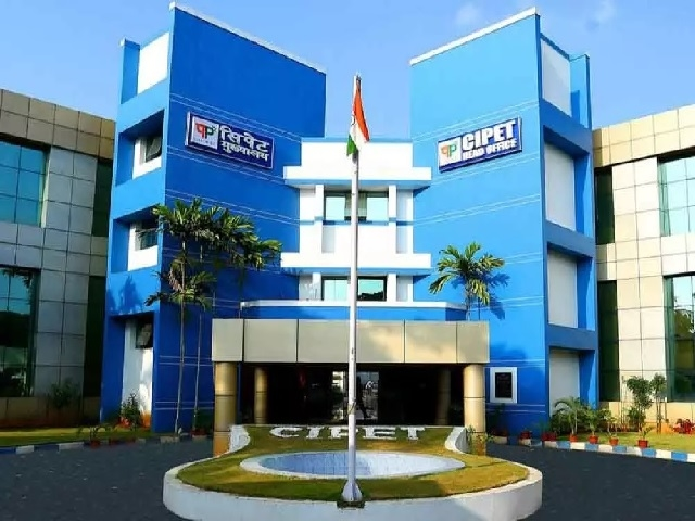 Central Institute of Petrochemicals Engineering & Technology, CIPET, Ministry of Chemicals and Fertilizers, Centres for Skilling and Technical Support, Bhagalpur (Bihar), Varanasi (UP), RK Chaturvedi, Employment in petrochemicals, Skill India, Make in India, Swatchh Bharat Abhiyan, Stand up India, Start Up India, Digital India
